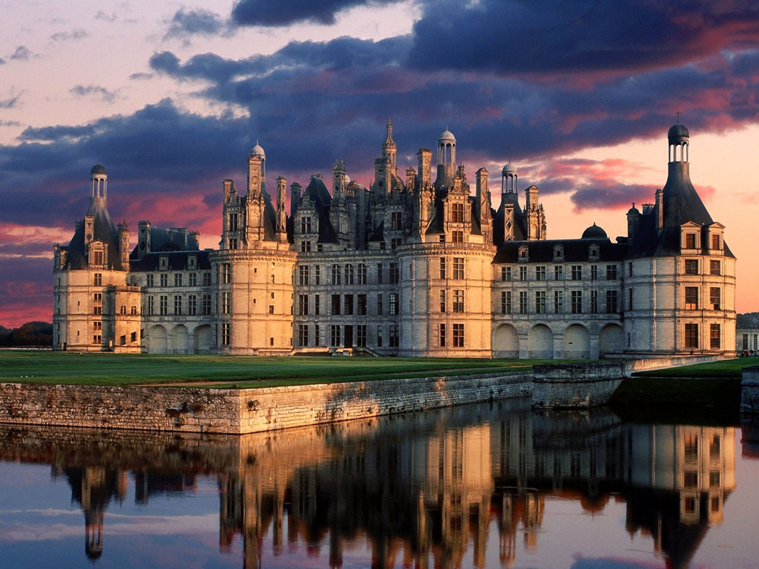 castles_france_chambord_reflections_1152x864_wallpaper_Wallpaper_2560x1920_www.wallpaperswa.com