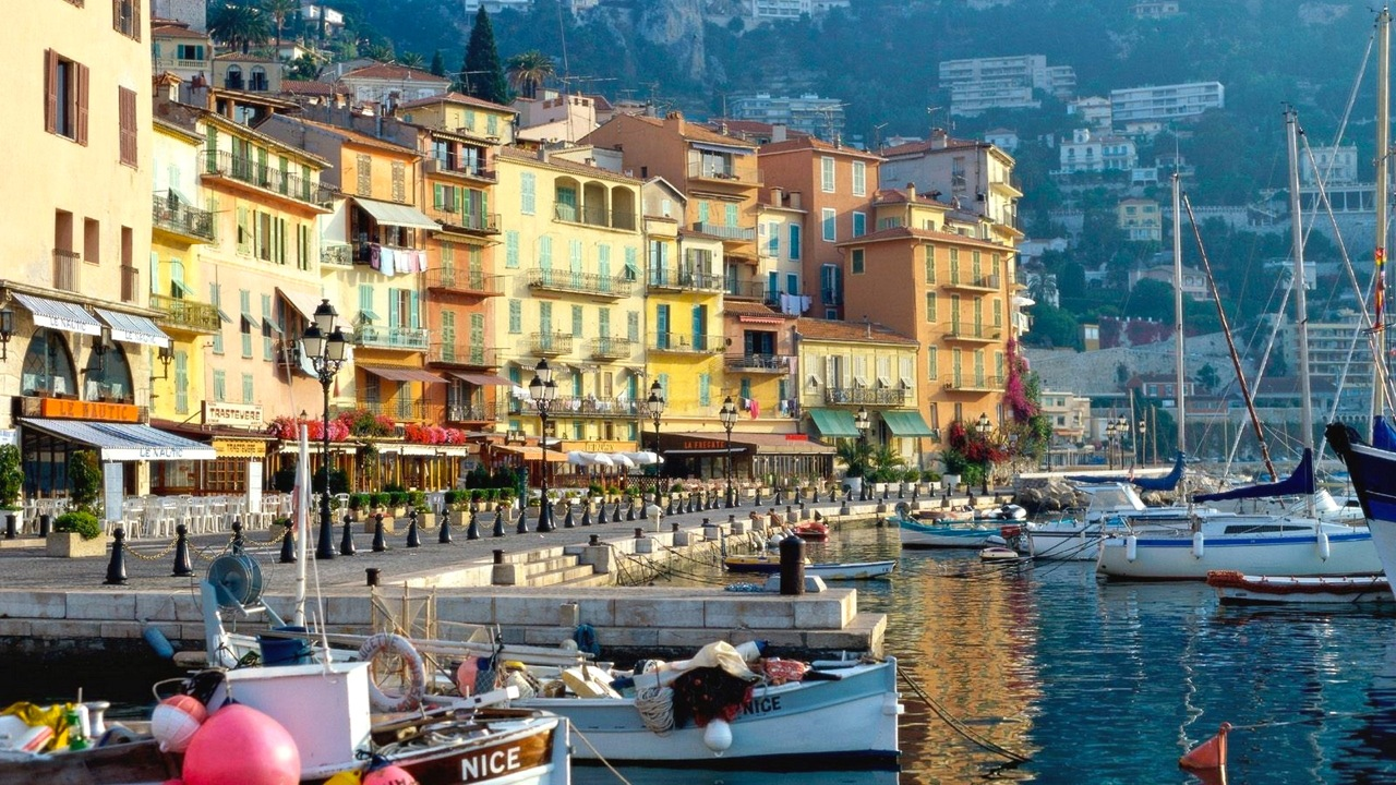 morning-on-waterfront-in-nice-france-323802